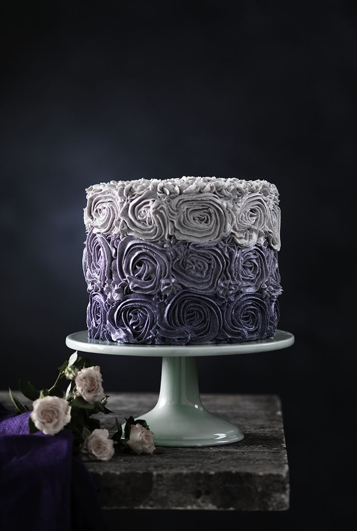 Violet cake with buttercream www.pandurohobby.com Sweets by Panduro  #sweets #DIY #rose #candy #cake #purple #rosor #lila #tårta #tårtor
