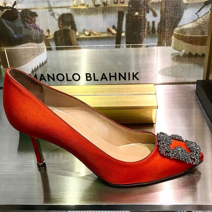 "1,985 Me gusta, 35 comentarios - Naty Abascal (@natyabascal) en Instagram: ""LOVE THE ORANGE !!! HAPPY SUNDAY !! Love #manoloblahnik @manoloblahnikhq #fashion #style  #shoes…"""