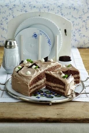 After-Eight-Torte Rezept: Stücke,Eight&quot,Schlagsahne,Eier,Salz,Zucker,Vanillin-Zucker,Mehl,Backpulver,Kakaopulver,Sahnefestiger,Backpapier