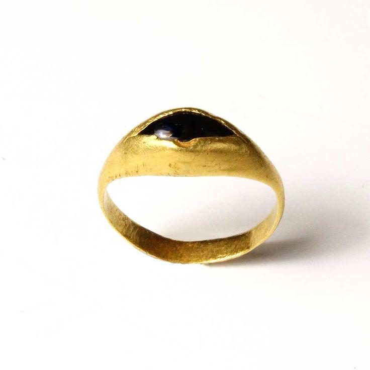 A Roman Gold & Garnet Finger Ring, ca 2nd century AD