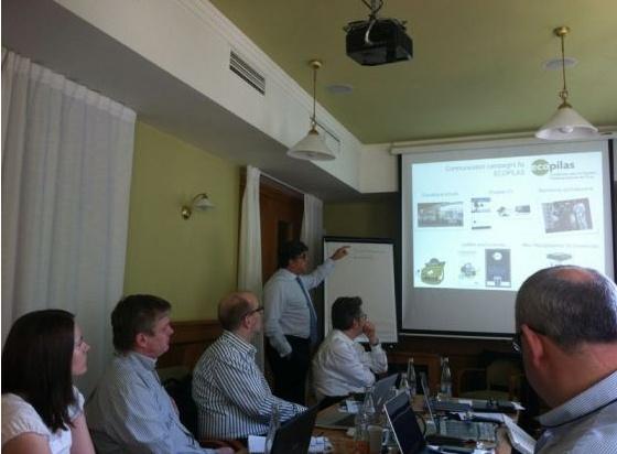 Ecopilas participó este mes de abril en Praga, en la reunión de la ejecutiva de la organización europea de reciclaje de pilas de EUCOBAT, a la que pertenece, como único español, el presidente de Ecopilas, José Pérez García .