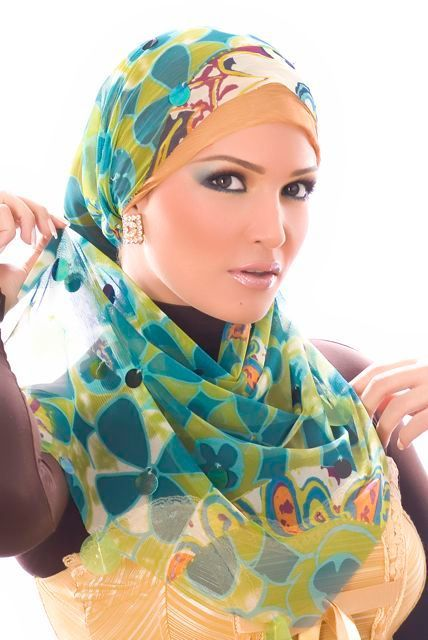 Head+scarves+styles i want to learn to tie one of these.