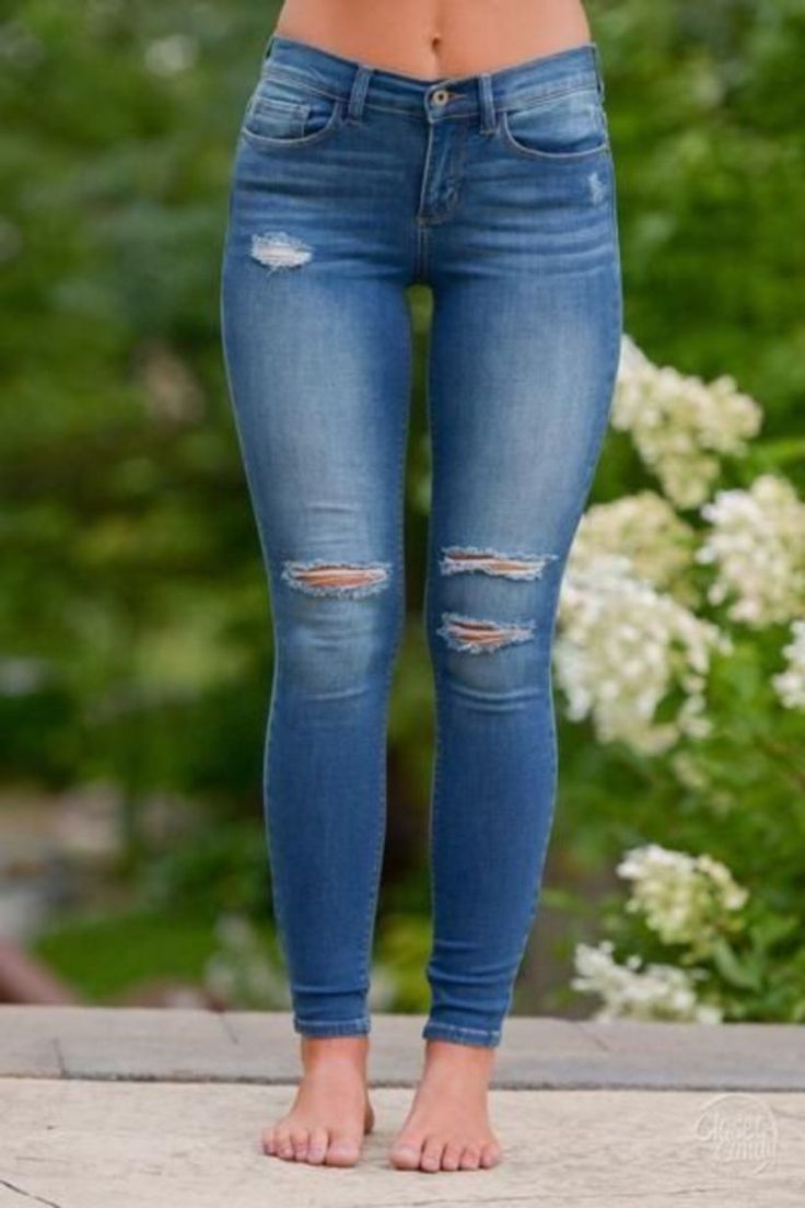 61 Astonishing Ripped Jeans Outfit Ideas 1