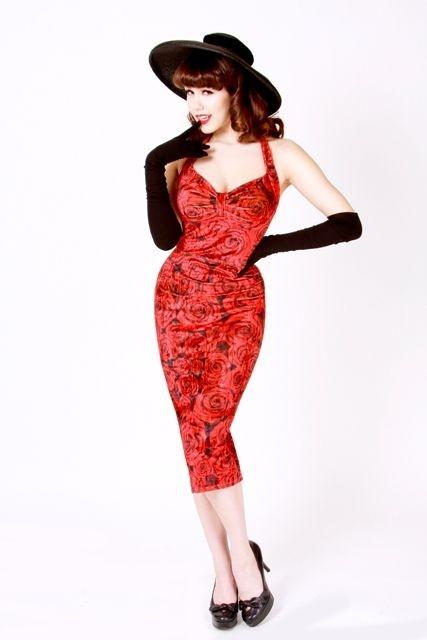 La robe Roses rouges | ROBES PIN UP ATTITUDE : Osez montrer vos formes drapée dans ces magnifiques roses rouges! Vous êtes sûre d'être belle à croquer et irrésistible dans ce petit numéro. http://www.pinupattitude.com/gamme.htm?products_name=La+robe%20Roses%20rouges_id=1#  #robe #vintage #oldschool #rock #pinup #attitude #retro #50s #rockabilly #glam #bettiepage #rosesrouges