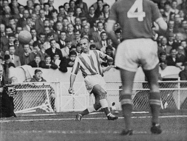 15th May 1963. Veteran Stoke City winger Stanley Matthews in action against Chelsea, at Stamford Bridge.