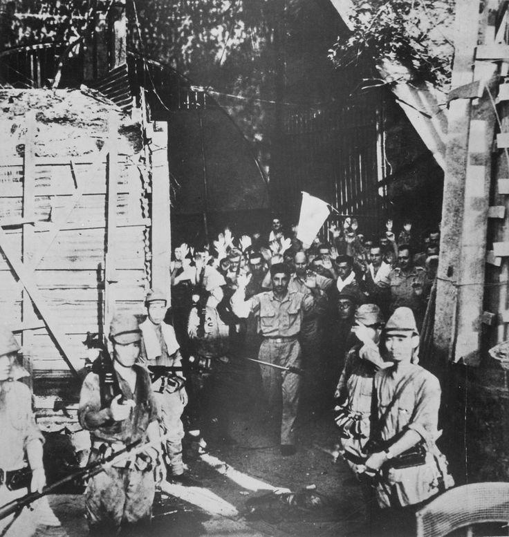 Американские солдаты сдаются японским войскам на острове Коррехидор [1]