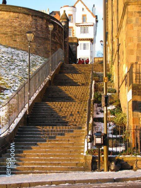 Edinburgh magic hour_@teesastar