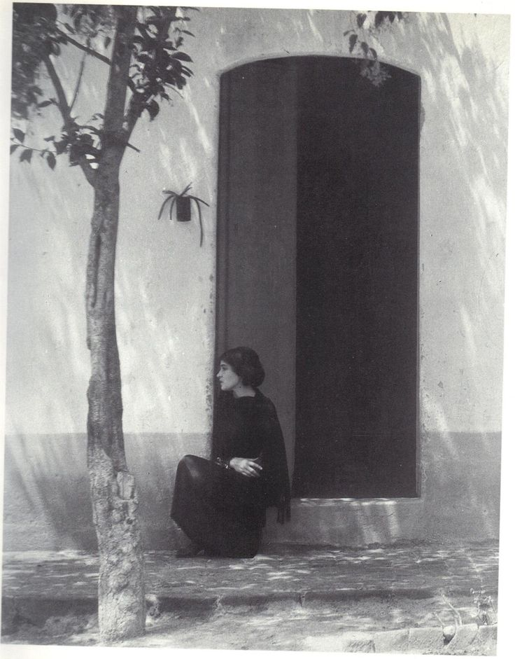 Tina Modotti by Edward Weston / Mexico, 1923