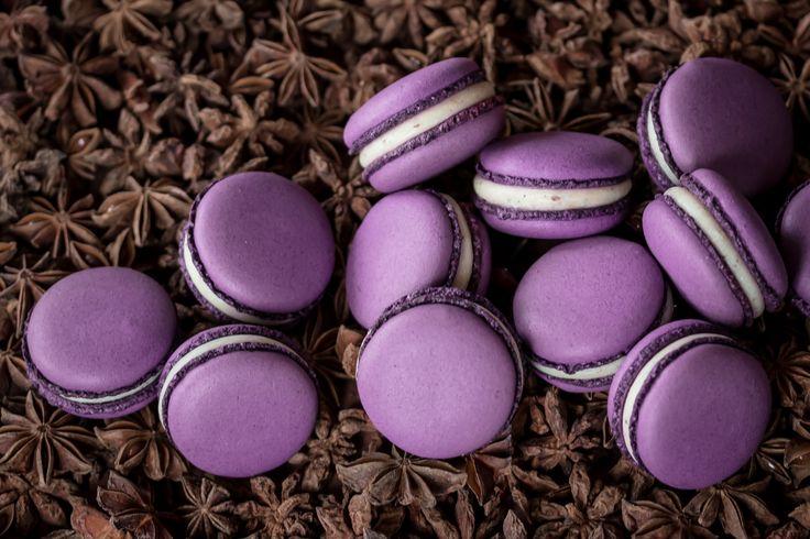 Macarons with white Valrhona chocolate and star anise powder.