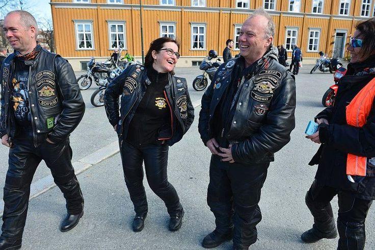 Fra høyre: Jon Olav Holan, Kristin Bjerkan, Bjørge Midtsand og Tove Midtsand. (Foto: Richard Sagen)