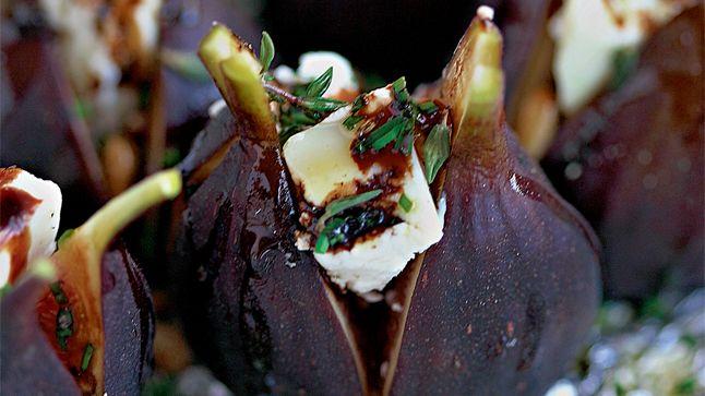 Figues rôties farcies au fromage de chèvre et aux pignons de pin