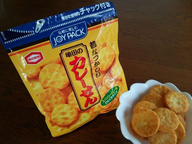 亀田製菓の昔なつかしい「カレーせん スパイシーカレー味 (JOYPACK)」