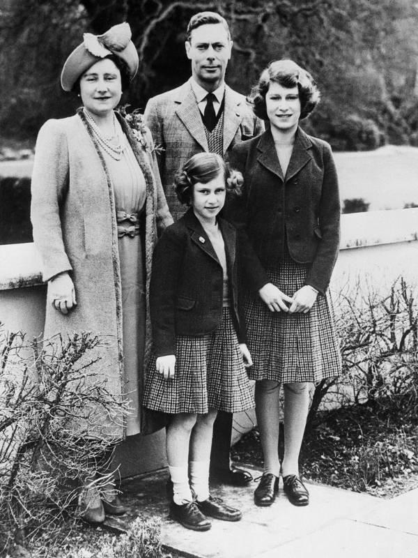Private Einblicke in das adelige Leben der Royals: Königin Elisabeth II. öffnet das blaublütige Fotoalbum der englischen Monarchie.