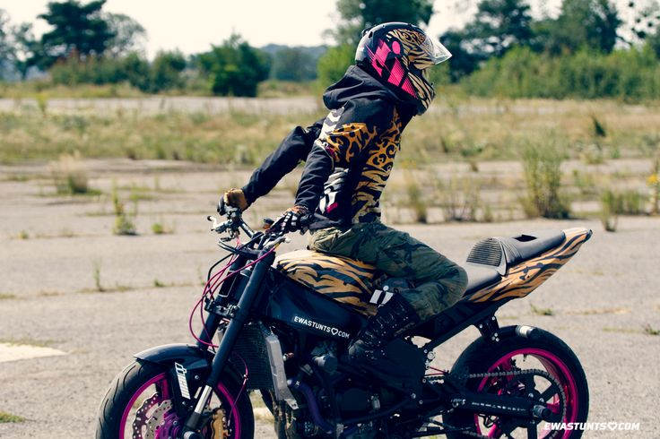 Go get your #IconMotoSports #Shaguar stuff! #ewastunts #ewapieniakowska #kawasaki #rideamongus #rideicon #twowheels #iconhelmet #stuntbike #stuntrider #rockthegear #iconalliancegt #iconmercshaguar #bestmotogear #stuntlife #motorcycles #iconjacket