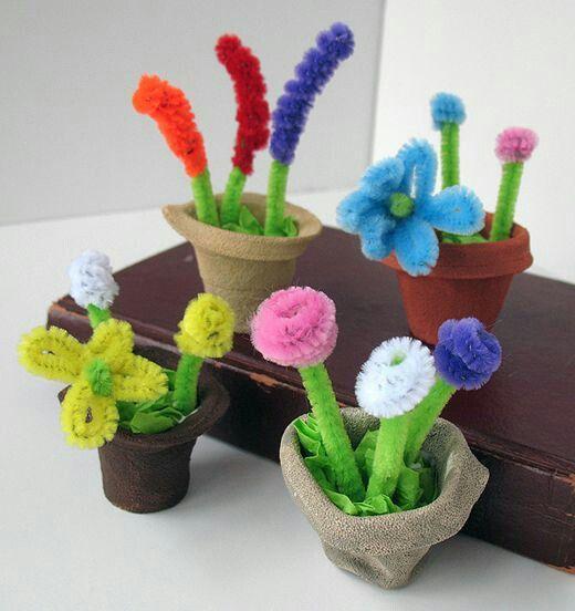 * Bloemen van pijpenragers! De potjes kunnen gemaakt worden van eierdoos vormpjes en verven!