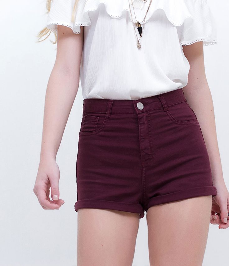 Short feminino    Modelo cintura alta    Barra dobrada    Marca: Blue Steel    Tecido: sarja    Composição: 98% algodão e 02% elastano    Modelo veste tamanho: 36         COLEÇÃO VERÃO 2017         Veja outras opções de    shorts femininos.