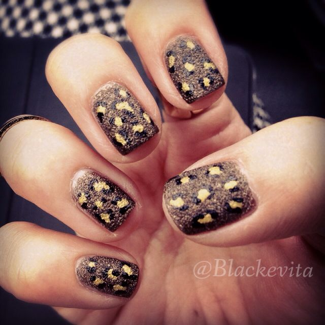 Nails_Liquid Sand Nails in Leopard
