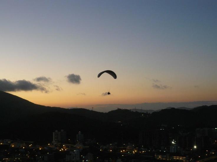 night time paraponting in Itajai, Brazil © Martyn Baker