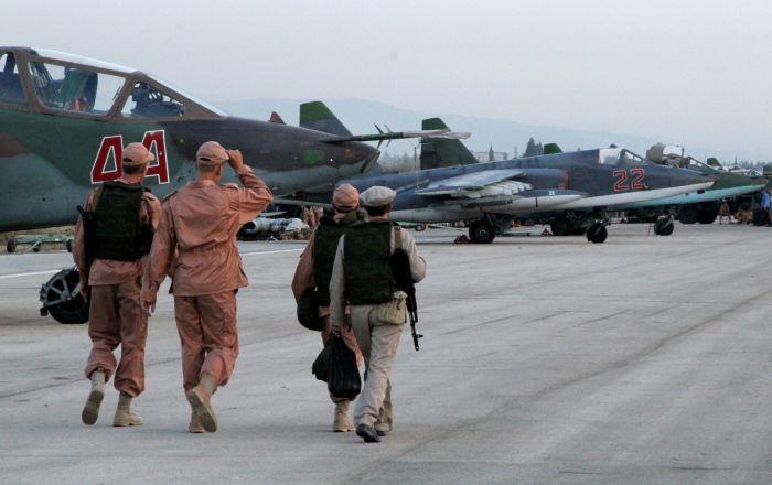 Gli obiettivi dei raid aerei russi sono principalmente centri di comando, depositi di munizioni ed esplosivi, centri di comunicazione, centri produttivi per armi ed esplosivi degli attentatori suicidi e i campi di addestramento dei jihadisti, hanno riferito nel quartier generale russo.