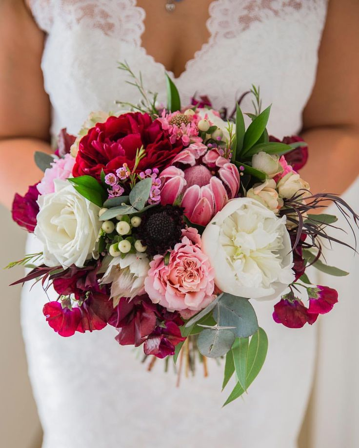 Romantic pink, red and white bouquet  by @piccolo_pear PC: @philippaenid