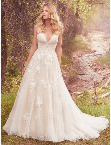 V-ausschnitt Sexy Außergewöhnliche Brautkleider aus Tüll mit Applikation