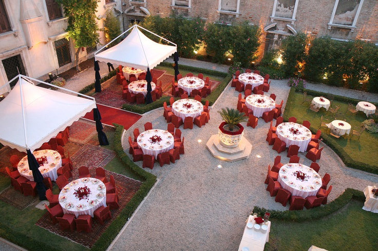 FR - Il giardino reale di Ca' Vendramin Calergi, con affaccio sul Canal Grande e molo acqueo dedicato, è la cornice ideale per eventi indimenticabili. Info: ristorante@casinovenezia.it