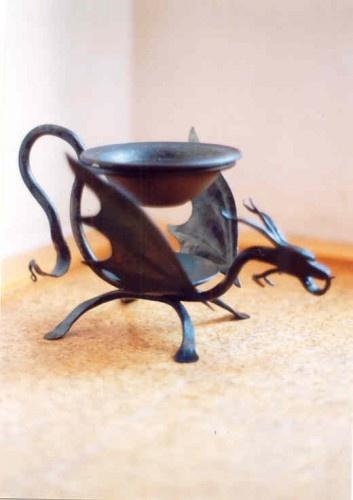 Krámek radostí: ručně řezané svíčky, čaje, keramika, ruční práce » Aromalampa - Drak