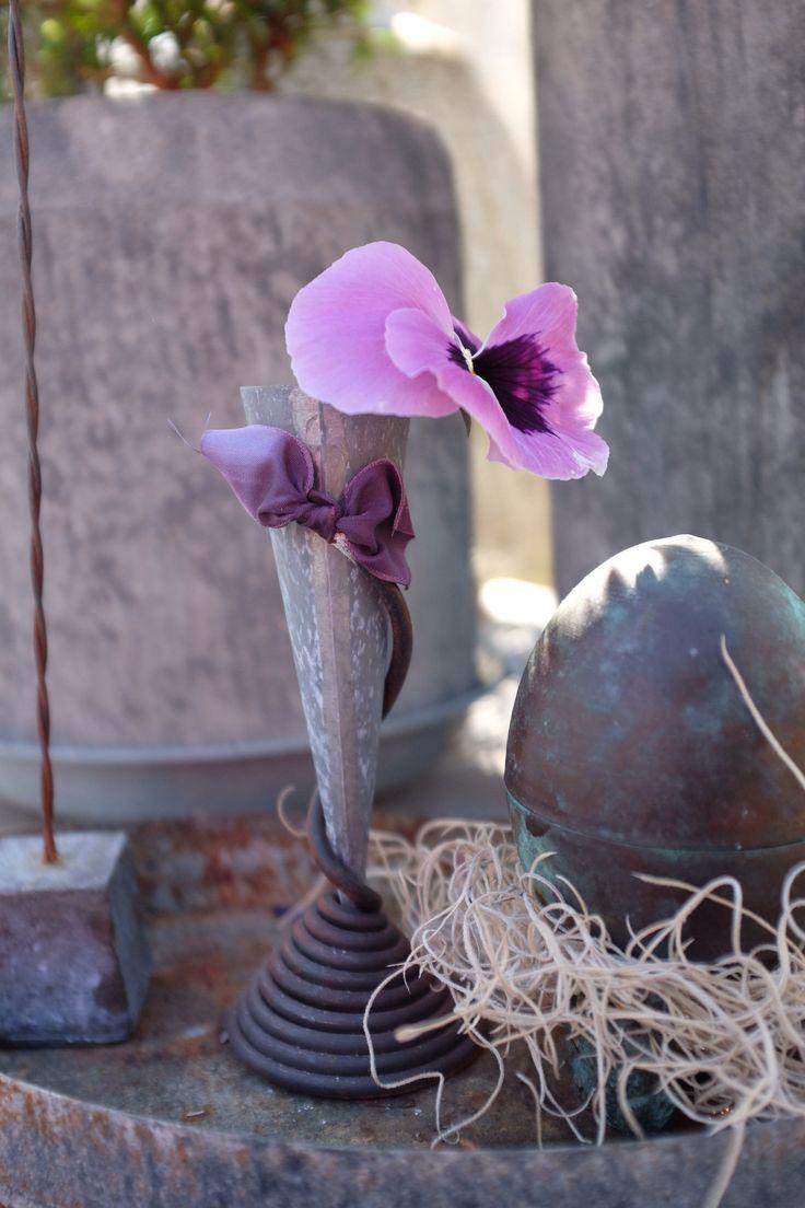 Springtime in the greenhouse #tageandersen #pensé #rost #zink #koppar