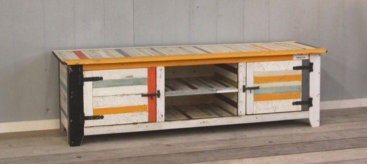 TV-meubel van sloophout