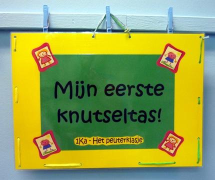 Knutseltas meegeven naar huis met alle gemaakte werkjes er in.