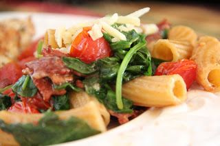 BLT pasta.  PERFECT for a summer lunch or dinner!  Or a picnic!