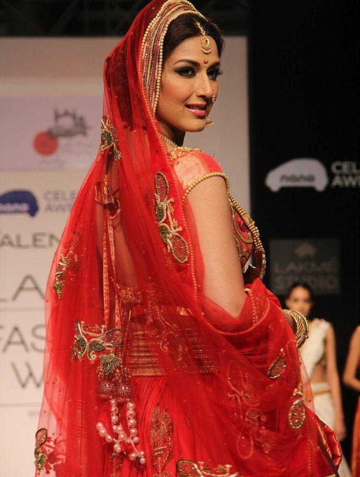 Bollywood Hot actress Sonali Bendre Profile  Hot Images  Bio  Body Size - HD Photos