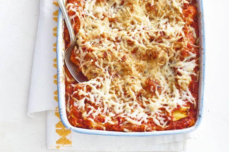 Bij deze lasagne word je laagje voor laagje verrast door bijzondere smaken - Recept -Lasagne van biet, pompoen en geitenkaas - Allerhande