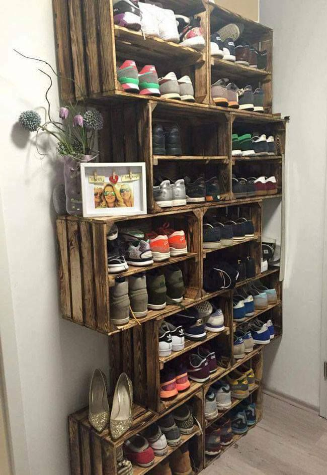 Use old wood crates and make a hanging shoe closet!