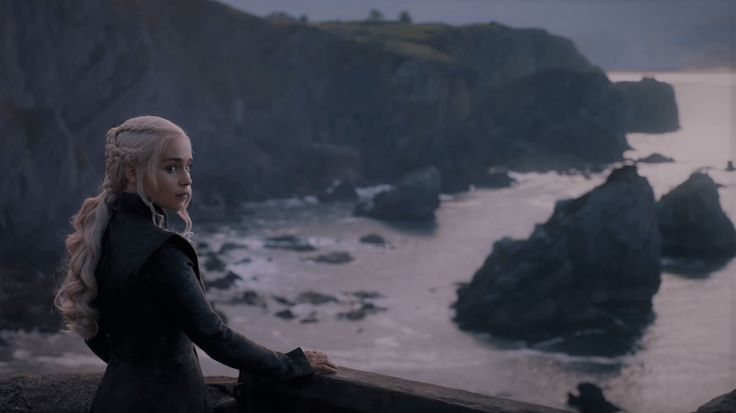 Daenerys I-got-so-many-names-but-all-I-want-is-a-fucking-ironchair an her new hairstyle in season 7