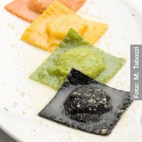Degustazione di ravioli di mare con bottarga di pesce persico. Chef Maurizio Morelli http://www.identitagolose.it/sito/it/ricette.php?id_cat=12&id_art=1474&nv_portata=3&nv_chef=&nv_chefid=&nv_congresso=&nv_pg=2