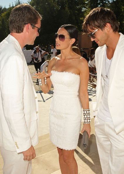 "Demi Moore and Ashton Kutcher Photo - Sean ""Diddy"" Combs, Ashton Kutcher and Malaria No More Host The White Party"
