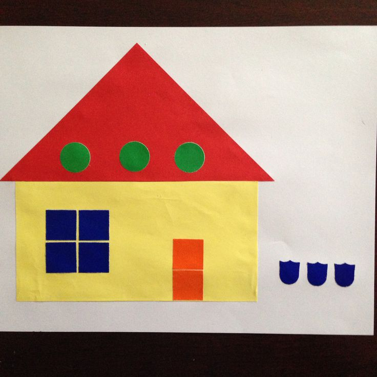 Huis vouwen. Rechte vouw en schuine vouw. Plakfiguren vierkant en cirkel plakken als ramen en deur.