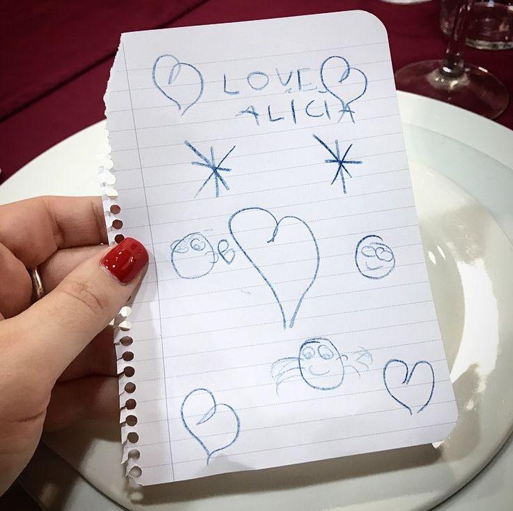 A veces, el universo te manda Angelitos de la Guarda, para hacer tu vida mucho mejor. A mi me mandó a la pequeña Candela. ¿Habéis visto que dibujo taaaaan precioso me ha hecho? ❤❤❤ #esunamuñecaynosepuedeaguantar  LOVE  #love #amor #Candela #dibujo #draw #drawing #canalsur #tv #radio #work #world #wedding #weddingplanner #weddingring #design #diseño #boda #bodas #bodaLOVE #bodasbonitas #bodascadiz #deco #decor #Cádiz #happy #feliz #monday #moda