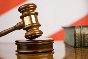 Тамбовчанин получил пожизненный срок за убийство трёх человек.  Перед судом предстал 36-летний житель Тамбова Алексей Трунин. Его признали виновным в умышленном убийстве трёх человек покушении на убийство четвёртого разбойном нападении с причинением тяжкого вреда здоровью и ряде других преступлений.  Как установлено следствием и судом 18 июня 2016 года Трунин весь день распивал спиртные напитки. Около 23 часов он взял пистолет Макарова и патроны к нему и прибыл к четырёхквартирному дому по…