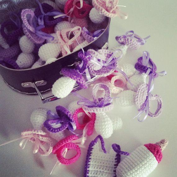 Dansk opskrift på hæklet pynt til barnedåb
