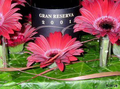 Online bloemschikken - fles champagne of wijnfles met bloemen verpakken als cadeau voor Kerst of de eindejaarsfeesten - soorten wijn en champagne inpakken