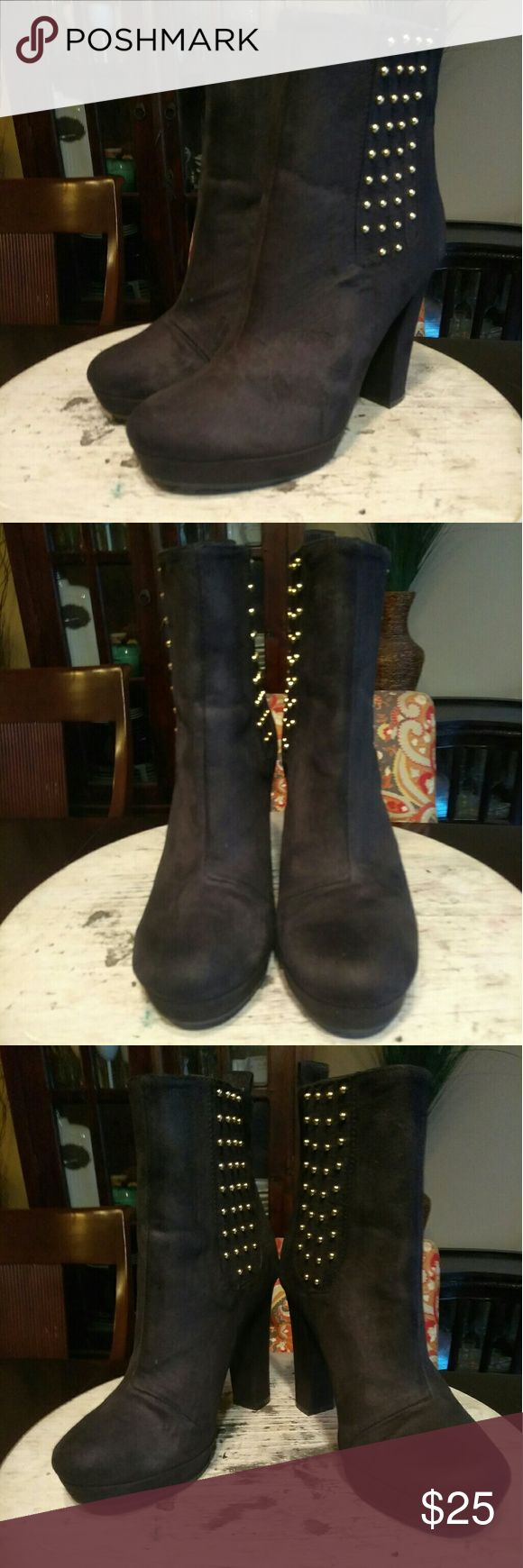 3⃣🛍👠DAY SALE!!! H&M-Black/Gold Boot These boots are made for WALKING!!! Black man-made upper, gold embellished sides, round-toe, 4in heel & 3/4in platform. Cute, comfortable and in good condition!!! Let's make some offers Ladies 😉 H&M Shoes Ankle Boots & Booties