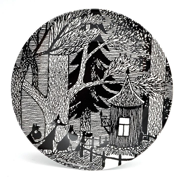 Delightful black and white plastic Moomin plate.Size 20 cm.Hieno mustavalkoinen Muumi muovilautanen.Koko 20 cm.Fin svartvit Mumin tallrik.Storlek 20 cm.