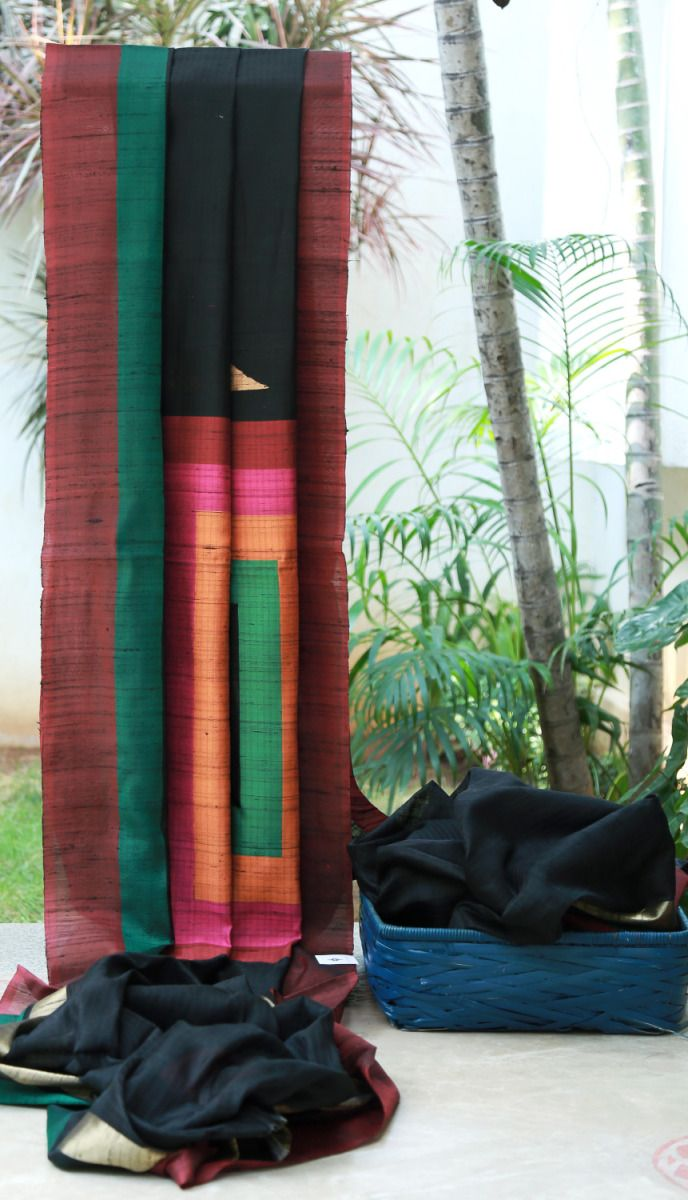 Benares Kora with a mix of linen in the weave. The pallu has a large geometrical motif which makes this piece a stand out