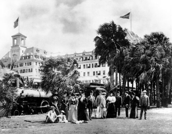 Guests In Front Of Flagler S 1 150 Room Hotel Royal Poinciana Demolished Palm