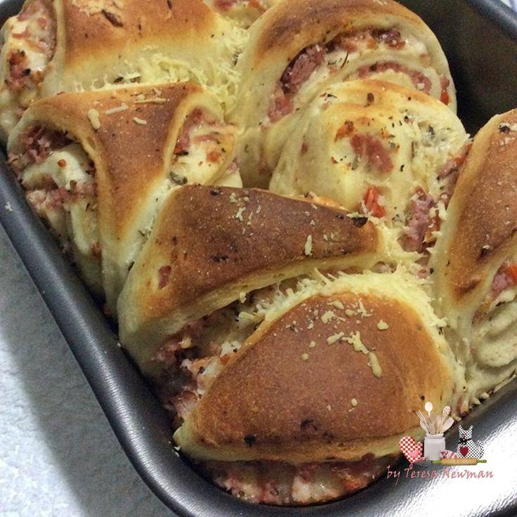 Pão Pizza, formato de pão com sabor de pizza.