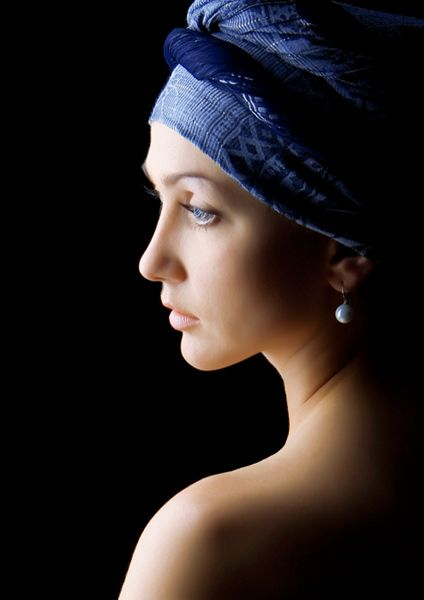 "A photography inspired by Vermeer's painting, ""Girl with the pearl's earring""."
