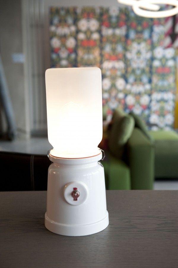 De favorieten van Eigen Huis & Interieur uit Milaan. De weckpot 2.0, als tafellamp Meck van ontwerpers Jos Kranen en Johannes Gille.  Foto: Nienke Zondervan