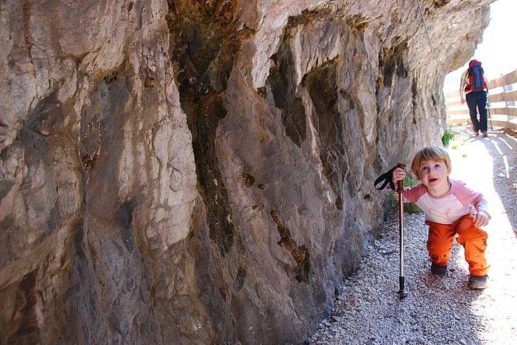 Riaperta la passeggiata sospesa verso San Romedio! Emozioni tra la roccia! http://www.hotelrifugiosores.it/IT/family/main/predaia/Santuario-di-S-Romedio.html